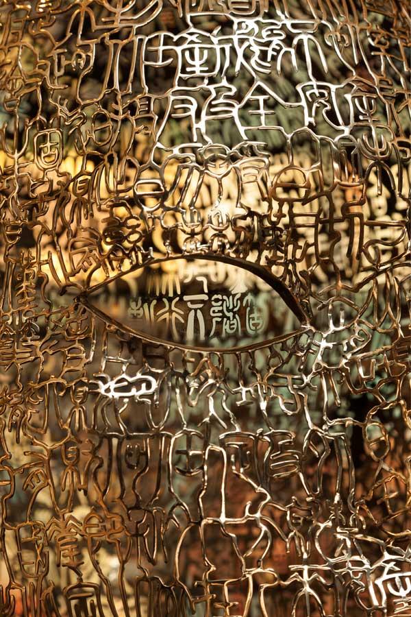 Rosewood-Beijing_Lobaby_Arrival_Calligraphic-Head-Sculpture-(3)