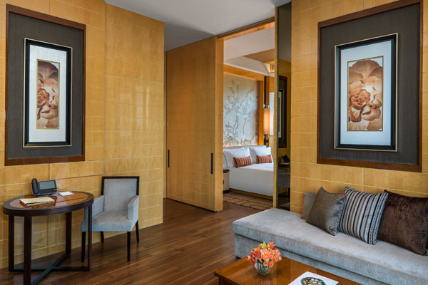 OHK_Olympian-Suite-2-king-livingroom