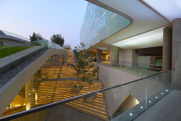 11-Twds-courtyard-steps-Night_AP-edit