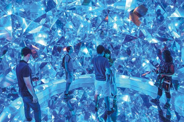 Light-Origami-by-Kaz-Shirane,-Reuben-Young