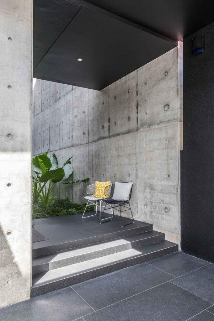 Edmund_Ng_Corten_House_concrete_vertical