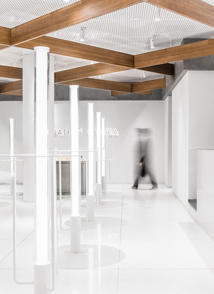 heytea MOC_14-light-belts-hidden-in-the-wooden-frame-ceiling