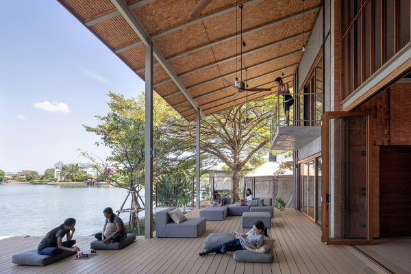Chat-Architects_Sala-Areeya_deck_ph-Ketsiree-Wongwan