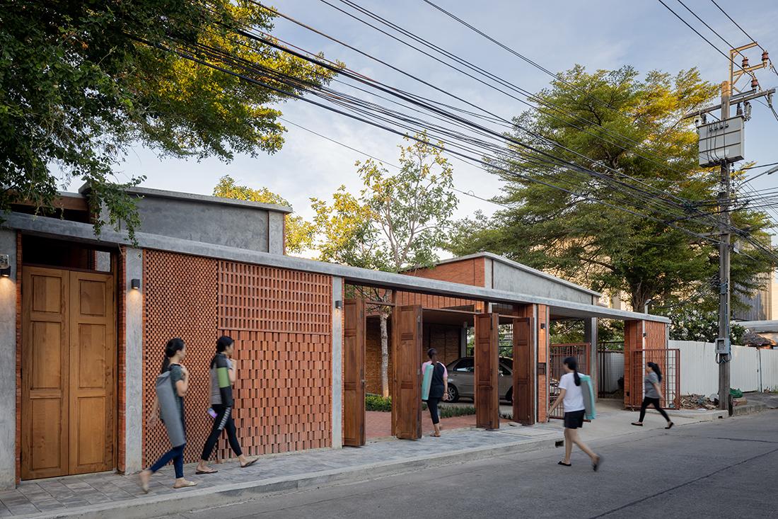 Chat-Architects_Sala-Areeya_street_ph-Ketsiree-Wongwan
