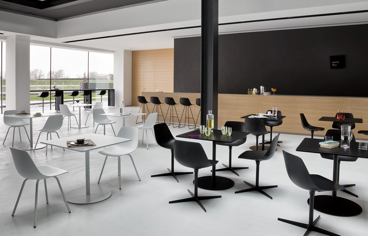 Miunn Chairs Commercial Setting Black and White