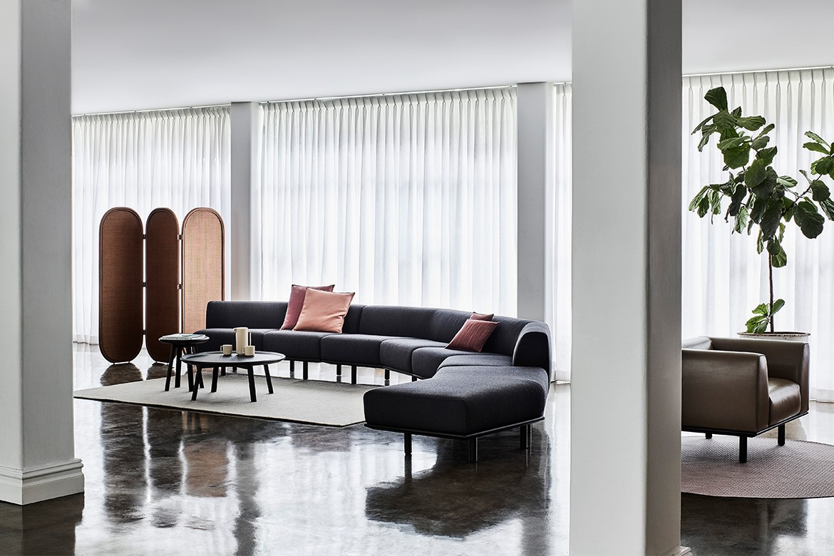 Platforma Angled Couch