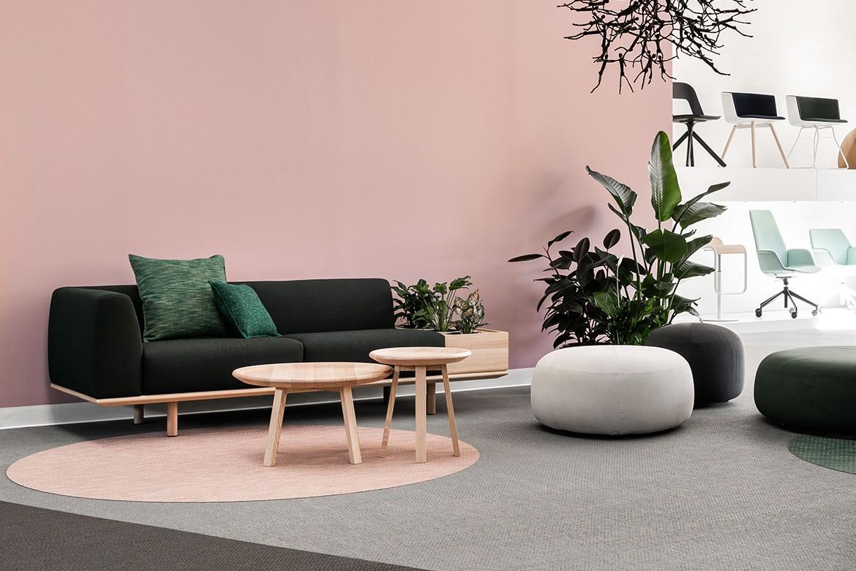 Platforma Navy Sofa in Pink Room