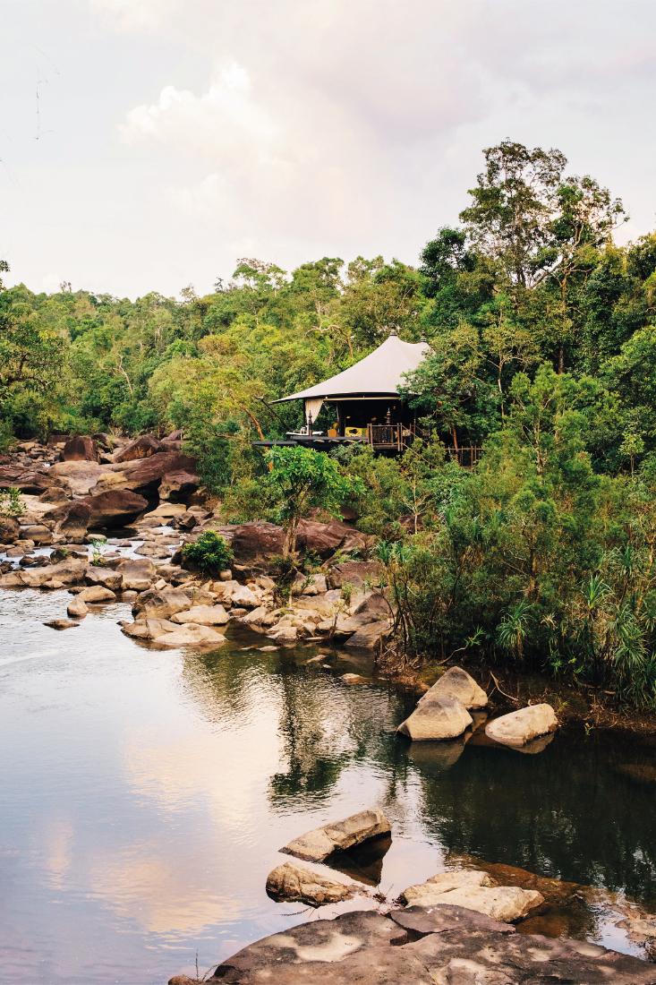 sustainability-in-hotel-design-Shinta-Mani-Wild-by-Bill-Bensley-Tents