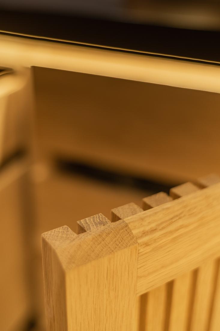 AHEC-RogerSons-woodworking-detail-in-Oak-Wine-Cellar