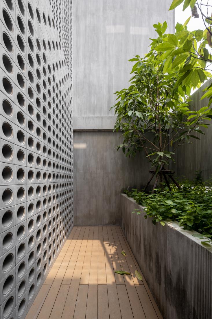 Anonym-Sailom-House-rock-climb-and-brick-perforated-walls-10