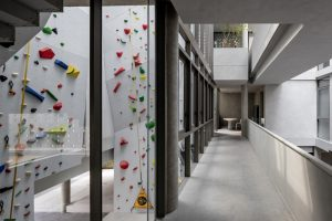 Anonym-Sailom-House-rock-climb-and-brick-perforated-walls-2