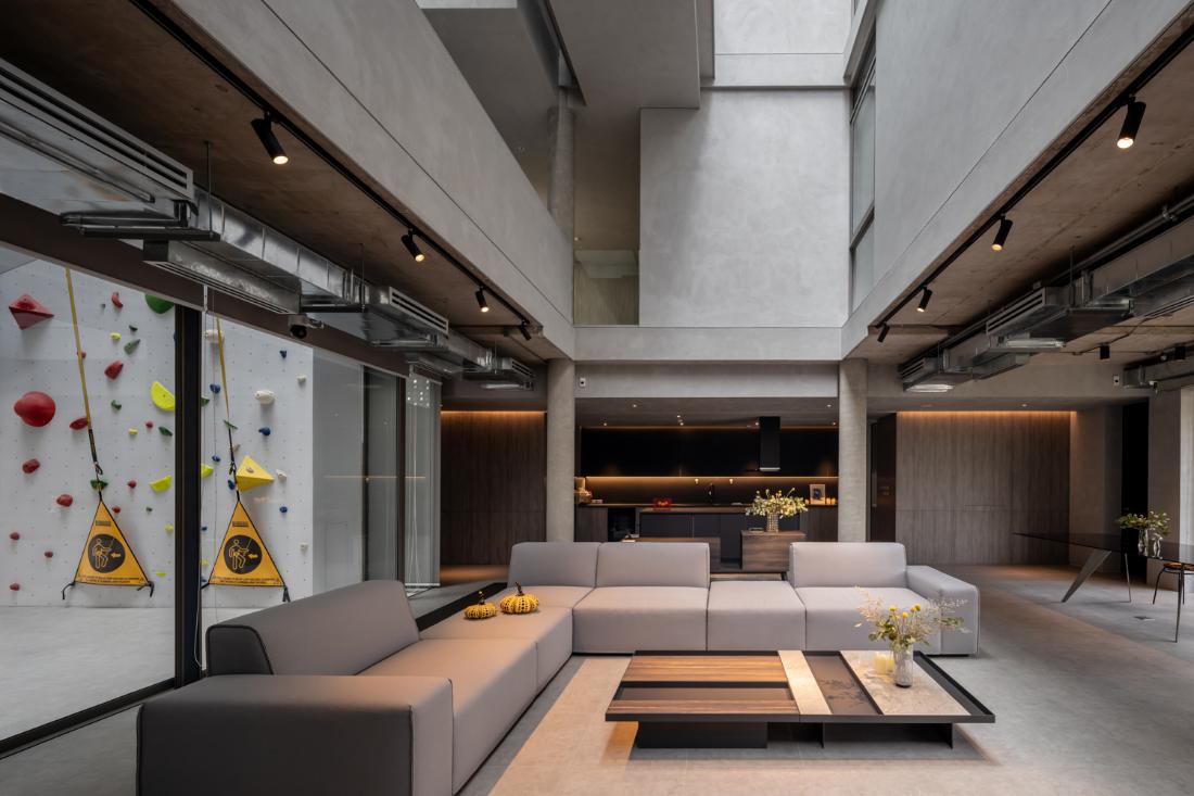 Anonym-Sailom-House-rock-climb-and-brick-perforated-walls-9