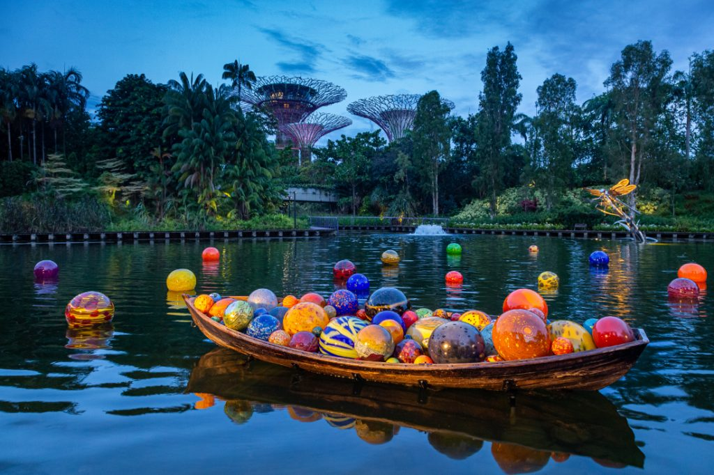 Dale-Chihuly-Float-Boat-_-Boats-©-Chihuly-Studio.-All-Rights-Reserved
