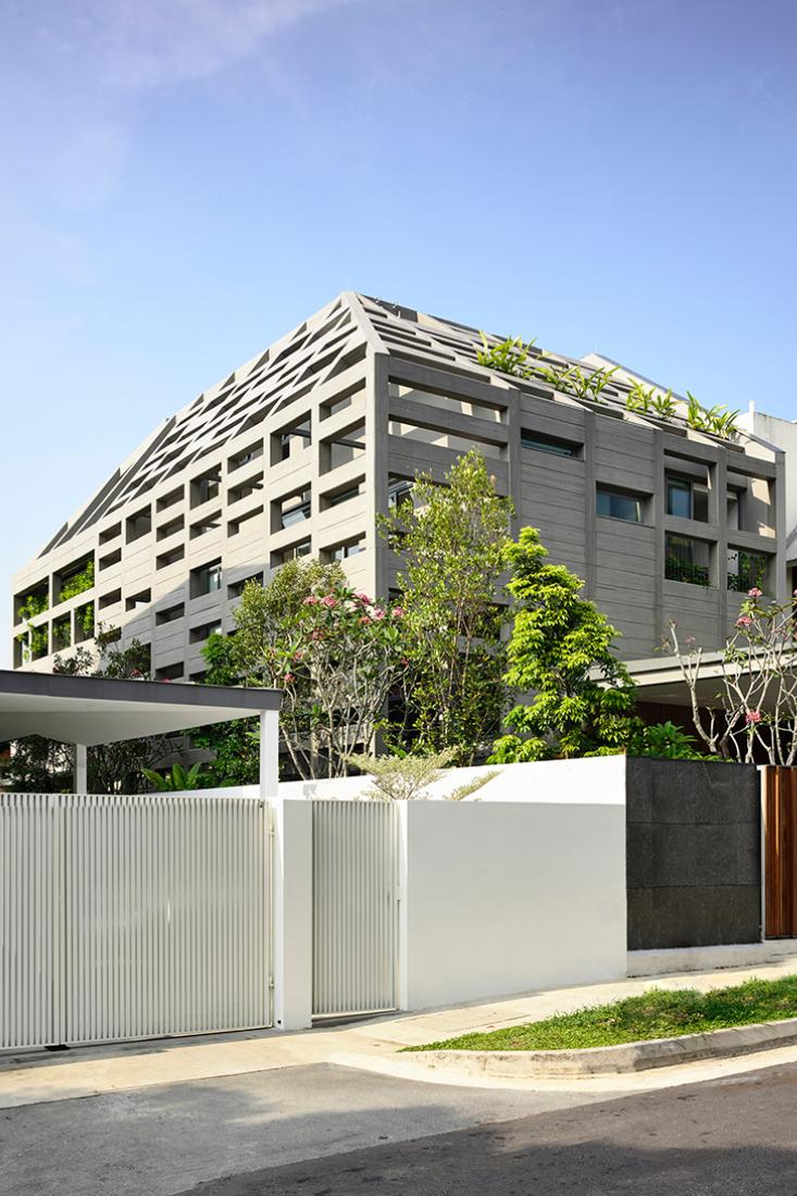HYLA-Concrete-light-house-street-view