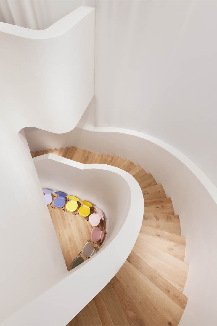Fritz-Hansen-Tokyo-showroom-in-a-building-designed-by-Kengo-Kuma-7