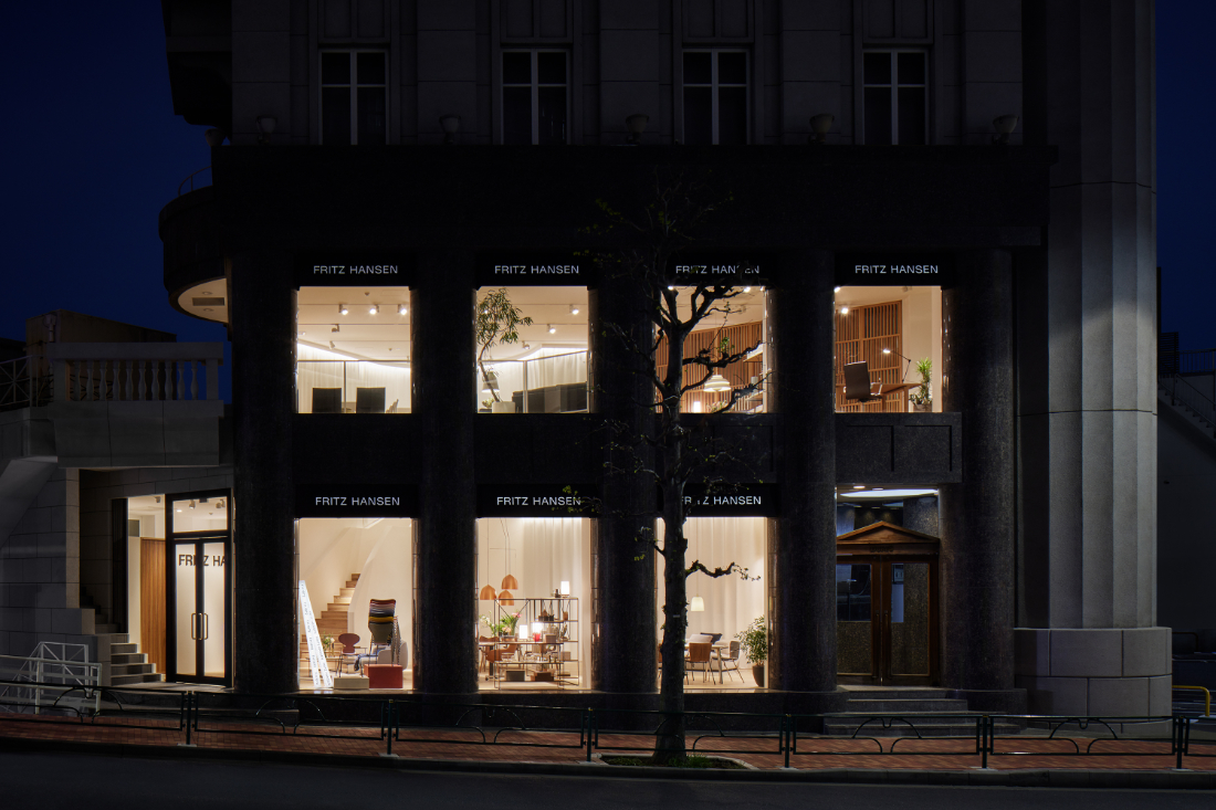 Fritz-Hansen-Tokyo-showroom-in-a-building-designed-by-Kengo-Kuma-9