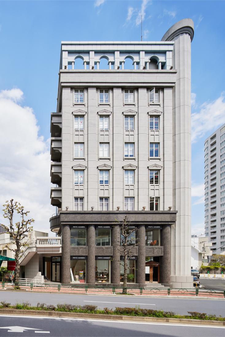 Fritz-Hansen-Tokyo-showroom-in-a-building-designed-by-Kengo-Kuma