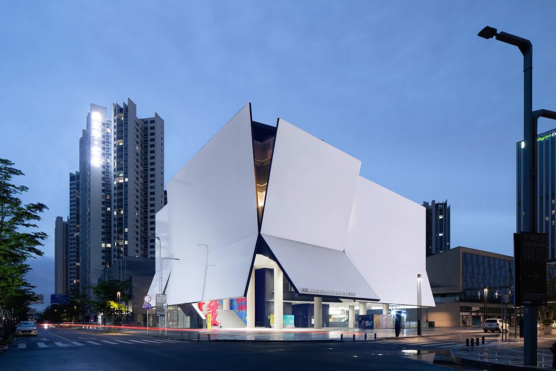 Rocco Design Architects creates a majestic museum in Shenzhen