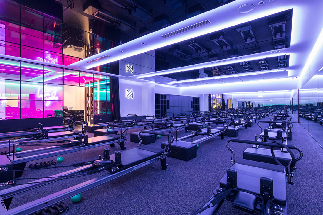 Th studio at Vive Active uses an immersive lighting experience.