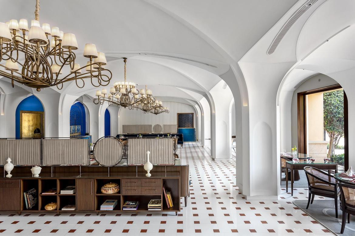 Interior white arched ceilings in Bellevue at The Oberoi