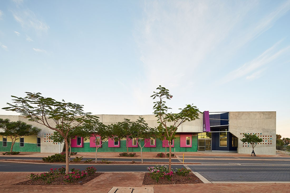 Karratha Central Healthcare Super Clinic by Cox Architecture (formerly CODA) sits brightly in the landscape.