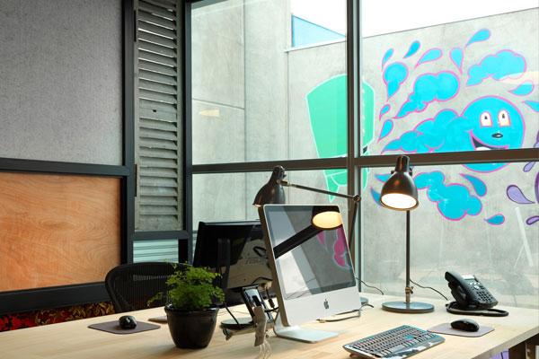 brobo_office1