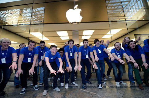 Apple-jobs-employee-store