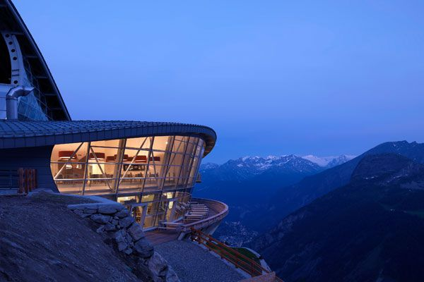 Pedrali chairs furnish the stations of the Mont Blanc Skyway cableway