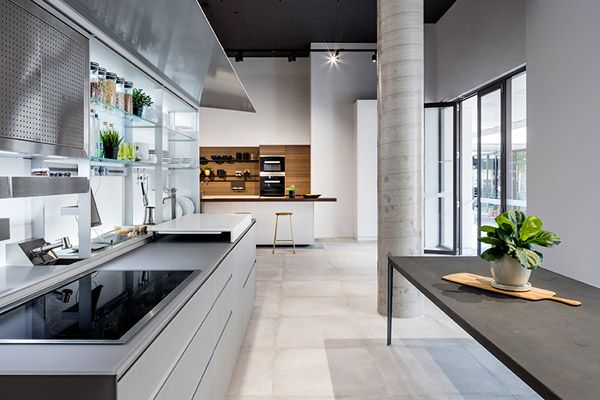 Showroom design: a supporting role