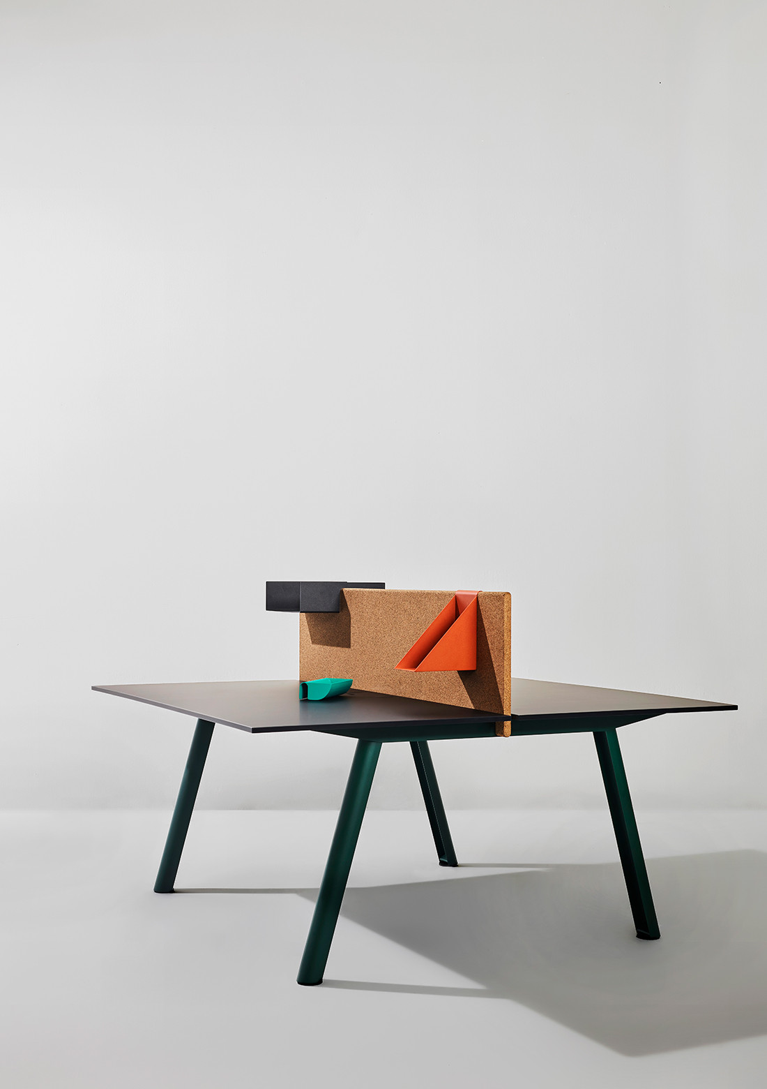 Apollo, the modular system of scalable desks by Shane Schneck for Manerba.