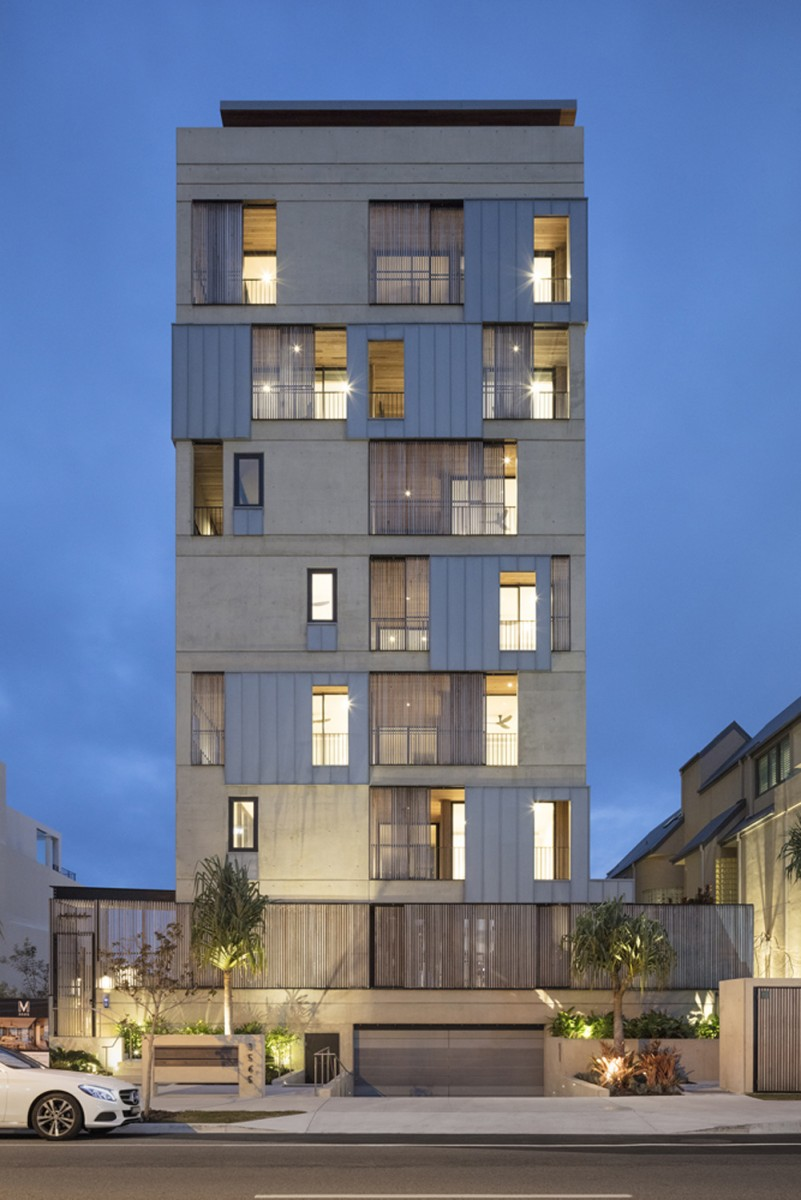 M3565 Main Beach Apartments by Virginia Kerridge Architects, photo by John Gollings.