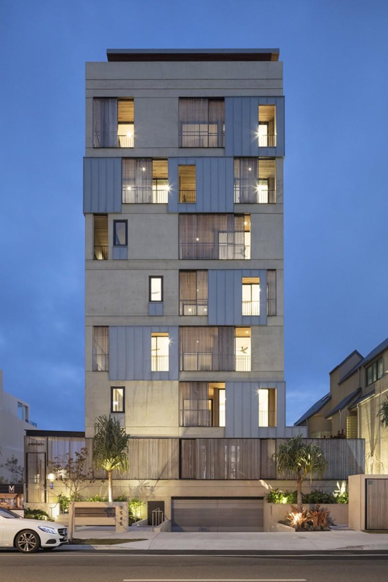 M3565 Main Beach Apartments by Virginia Kerridge Architects, photo by John Gollings.