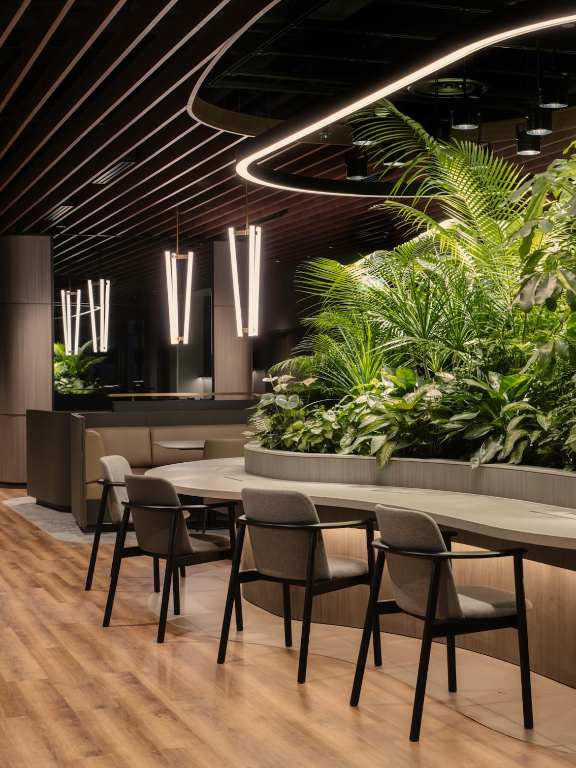 Hot desks in the Citi Wealth Hub