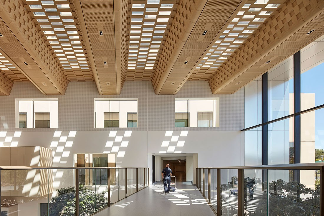 Bendigo Hospital by Bates Smart brings lots of natural light into the building. Photo by Shannon McGrath.