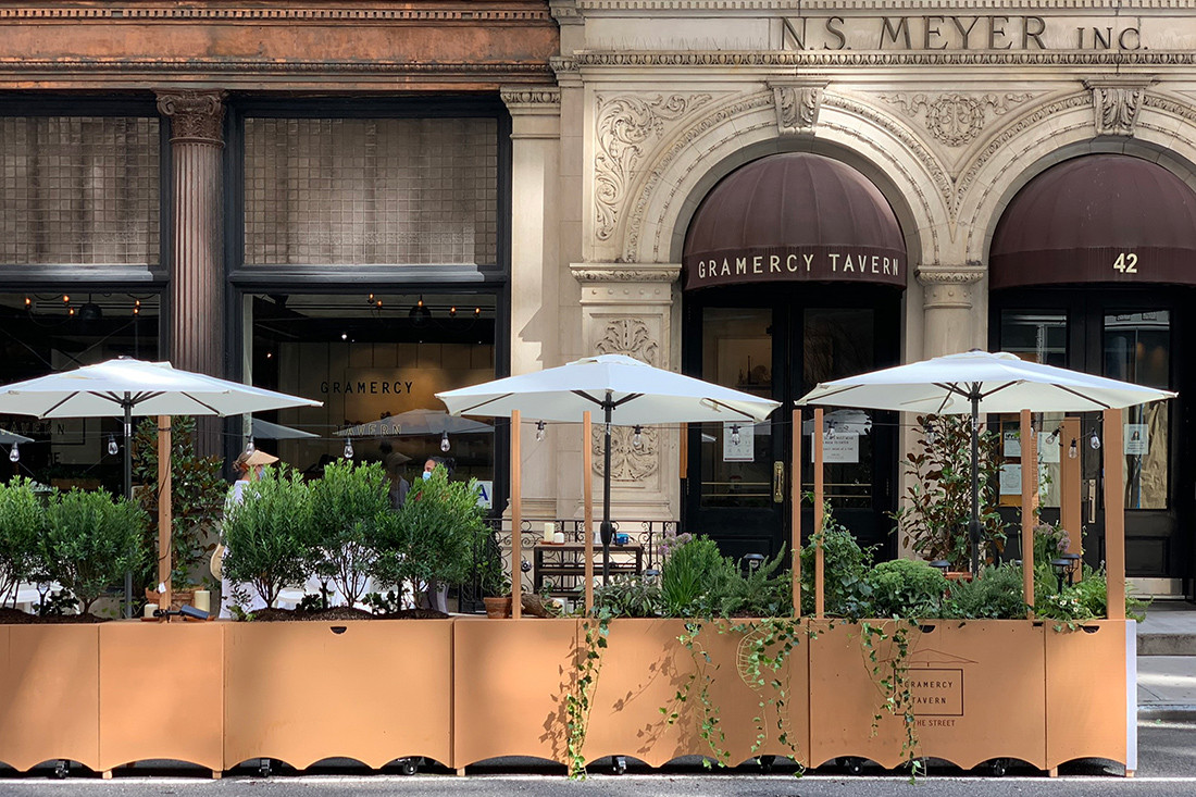Chef Danny Meyer's outdoor dining area at Gramercy Tavern in Gramercy Park, by BVN, photo: Liz Lignon.