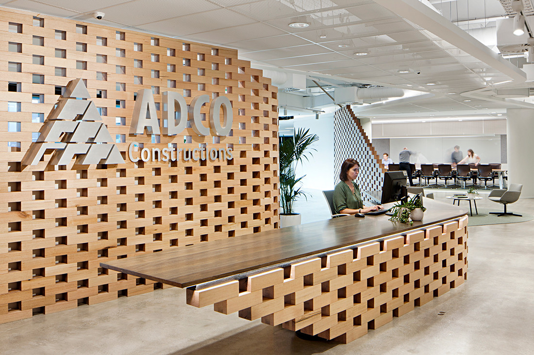 ADCO Melbourne, 1500-sqm of workplace, the crafted feature timber screen showcases the ADCO's attention to detail and progressive approach to construction methodologies. Photo by Shannon McGrath.