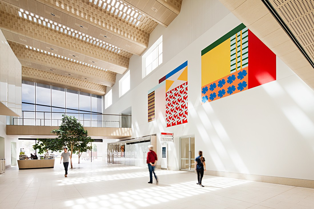 Bendigo Hospital by Silver Thomas Hanley and Bates Smart, with Esther Stewart's artwork. Photo by Shannon McGrath.