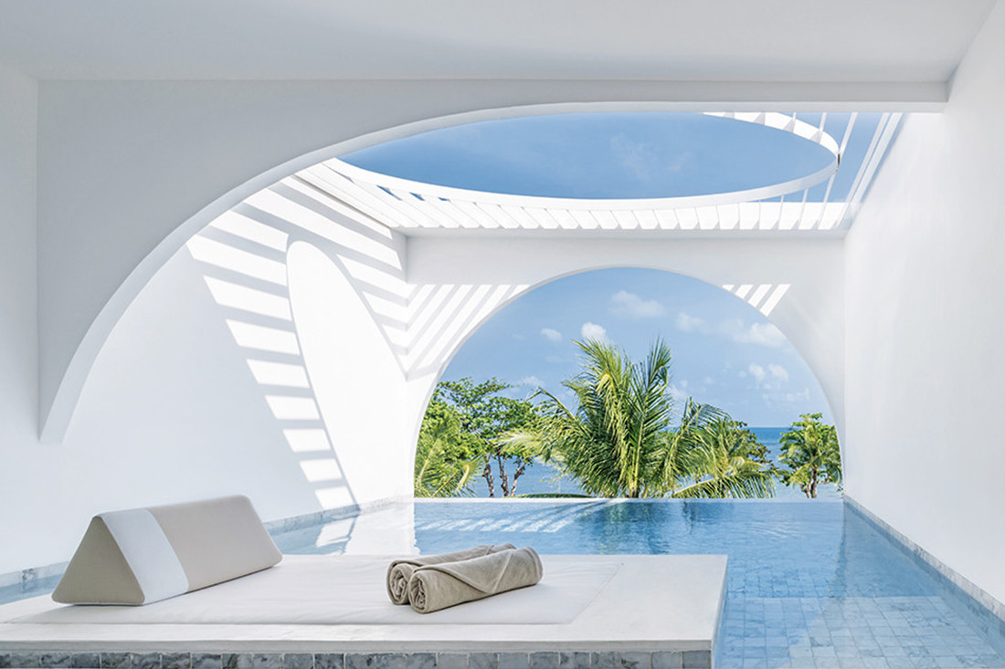 A balcony pool suite at Sala Samui Chaweng Beach Resort, designed by Onion. Photo by Wworkspace.