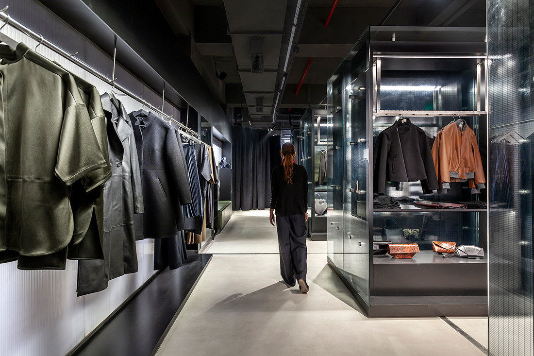 This retail space in New Delhi draws on the drama of fashion
