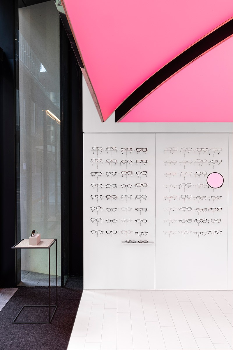 Optique Baragaroo, with pink pops