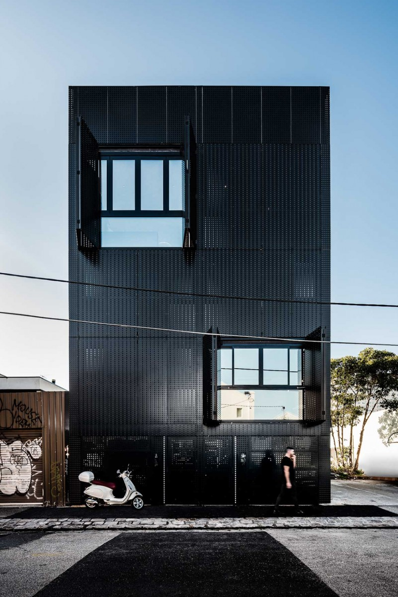Twin townhouses by DKO and Slab Architecture. Photo by Tom Blachford,