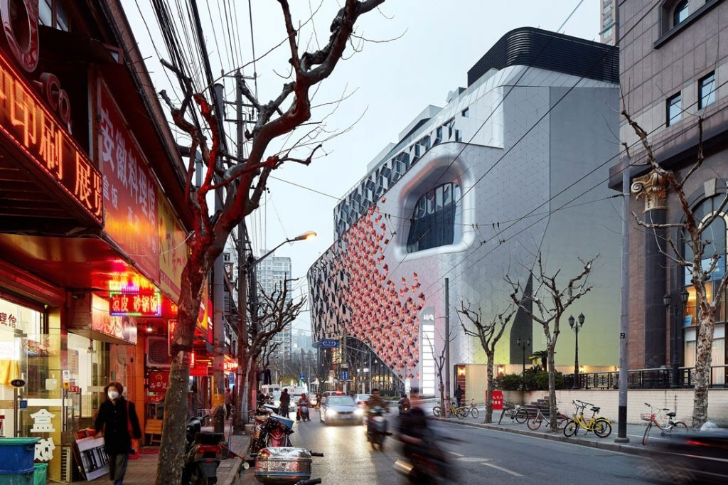 UNStudio describes Lane 189, which is located in the Putuo district of Shanghai, as a destination for shopping, strolling, eating, gathering and relaxing
